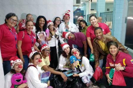 Niñas y niños del Hospital Elías Toro recibieron la magia de la navidad de manos de servidores y servidoras de la Fnns e Ivss