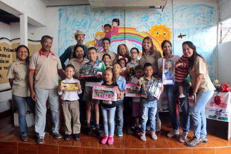 Compartir navideño para niños y niñas con necesidades educativas especiales se realizó en la sede de Frnsg