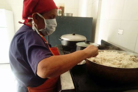 Cocineras de la patria: rostros de esperanza y espíritus de resistencia en las Casas Niño Simón del país