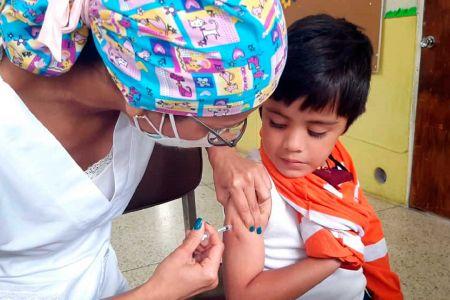 """Gran jornada de vacunación realizó Fundación Regional """"El Niño Simón"""" Mérida para garantizar la salud del semillero de la Patria"""