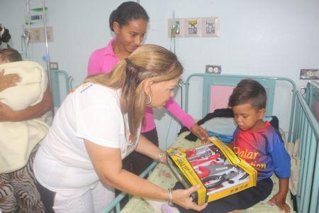 Dona una Alegría en Navidad llegó a principales hospitales de La Guaira