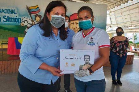 """Servidores de la Fundación Regional El Niño Simón reciben Orden """"Jacinto Lara"""""""