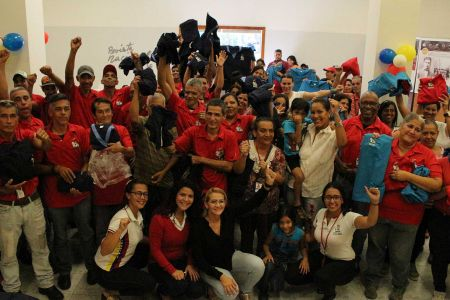 Gracias al Gobierno Bolivariano servidoras y servidores públicos de la Fundación El Niño Simón recibieron dotación de uniformes