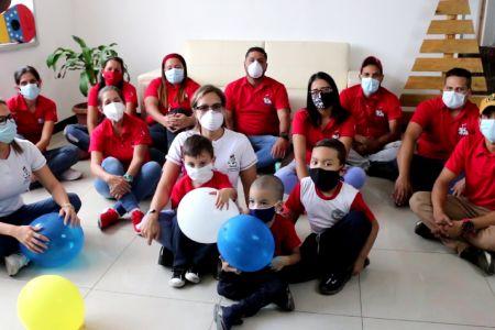 Brindando servicios esenciales o resguardados en cuarentena social trabajadores y trabajadoras celebran su día