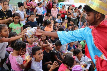 Reyes Magos en Carruchas llevaron alegría y regalos a los niños y niñas de la comunidad El Retiro
