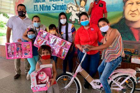Frns Lara llevó un día de sonrisas y alegría a niños del oncológico