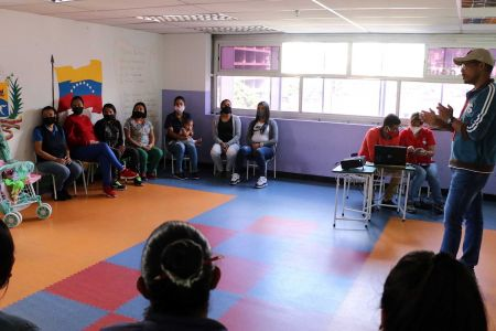 """Personal docente de la Fnns recibe taller """"Habilidades Intelectuales"""" como herramienta de desarrollo profesional"""