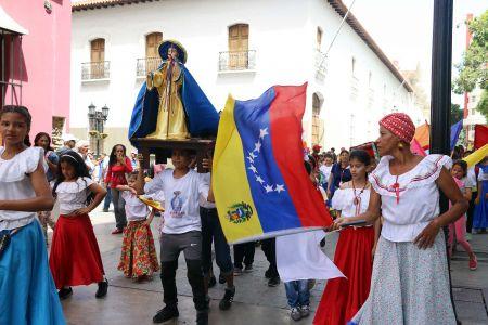 Fiesta de San Juan Bautista es celebrada al ritmo de los tambores por la chiquillada de las Casas de los Niños